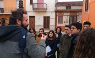 """Vito D'errico racconta  la storia del """"Castello"""", residenza di caccia voluta dagli Svevi."""